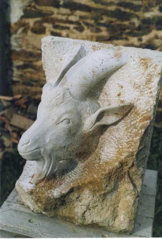 Bouc, calcaire, 35x40x50