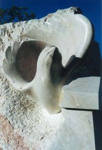 L'envol, Marbre rouge de Caunes-Minervois, 285x145x125, Caunes-Minervois